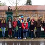 Gruppenbild vor Brunnen in Marbach